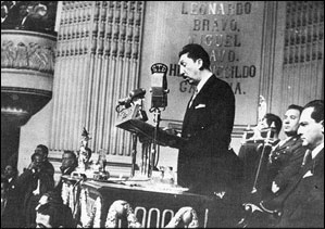 President Miguel Alemán speaking before congress.